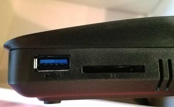 RT1900ac USB and SD card slots